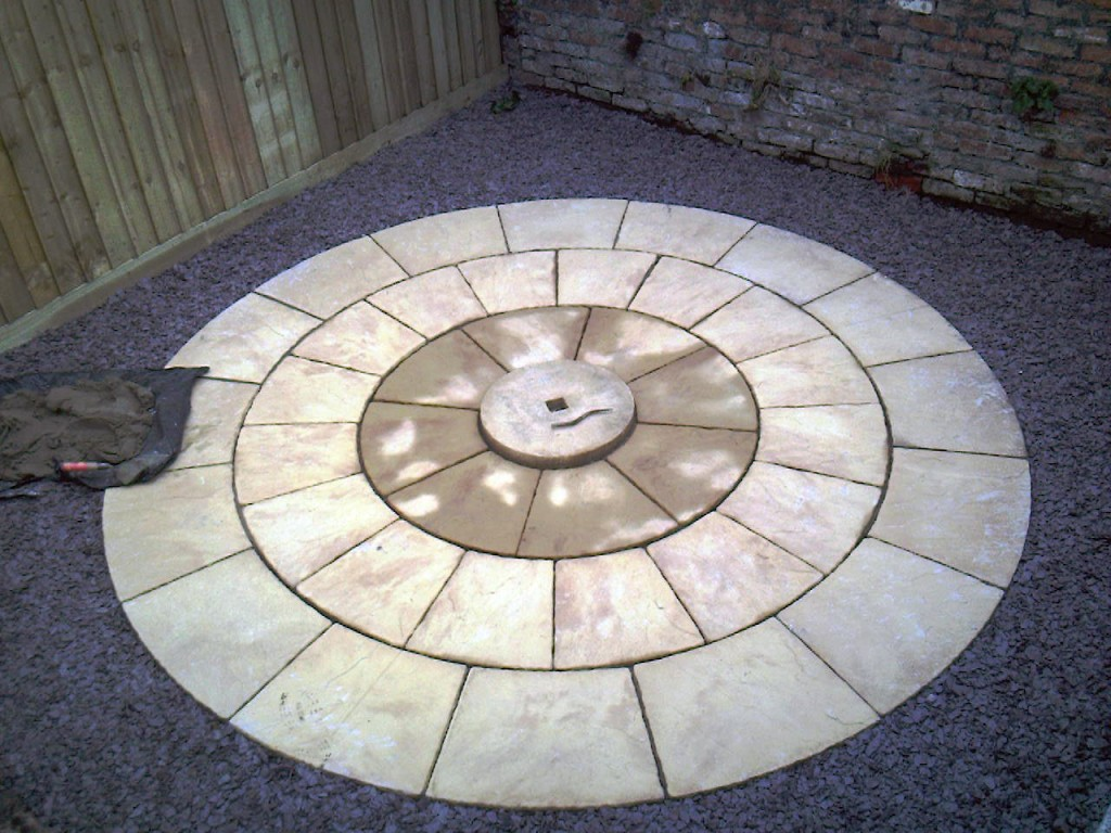 Round patio feature